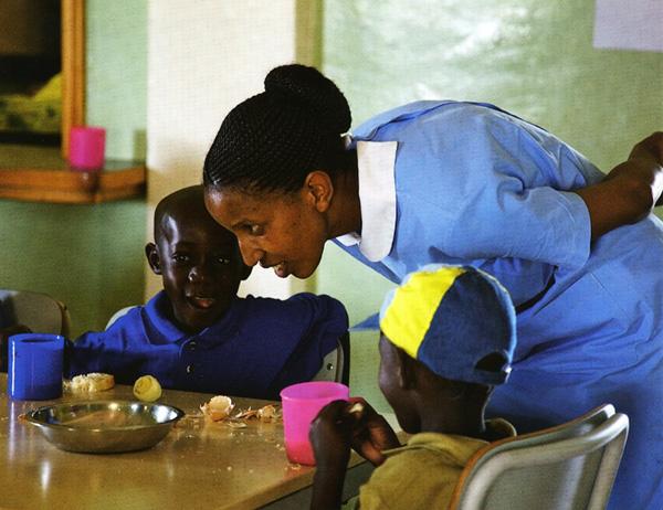 bambini orfani in kenya